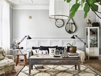Изысканная шведская квартира с необычными люстрами