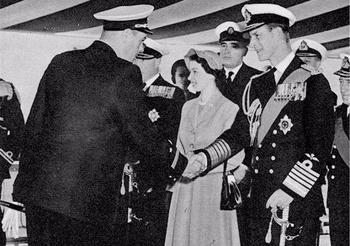 Как британская королева выбрала советского моряка