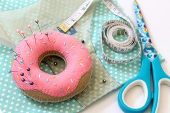 Как сшить игольницу в виде пончика