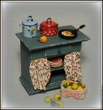 Мастерим миниатюрный кухонный стол для кукольного дома