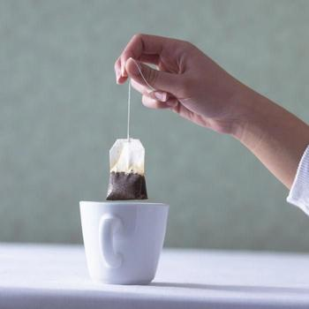 18 гениальных способов повторного использования чайных пакетиков