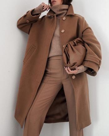 Как и с чем носить коричневое пальто
