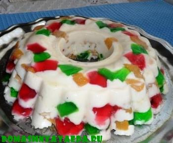 """Торт без выпечки с печеньем """"Хрустик"""", желе и фруктами"""