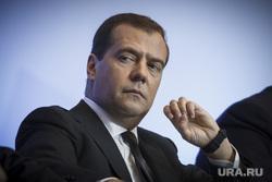 «Есть ощущение, что смени Медведева — и жизнь наладится». Эксперты рассказали, почему россияне хотят отставки премьера