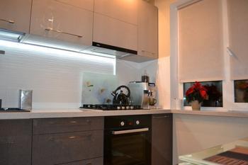Кухня: Как увеличить 6 квадратных метров? Зеркала и глянец