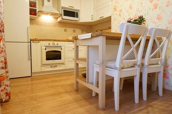 Кухня: дубовая столешница и хенд-мейд стол