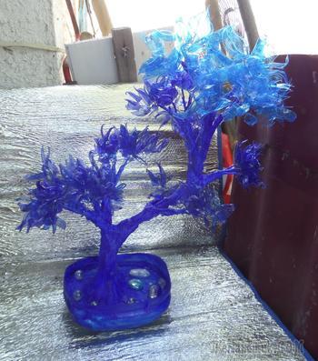 Деревце из синих пластиковых бутылок по МК riabinairina