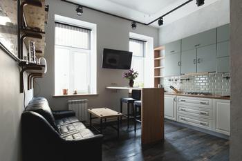 Лофт с мини-кабинетом и сауной для семьи татуировщиков (Петербург)