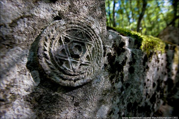Древнее караимское кладбище в Иосафатовой долине (Украина, Крым)