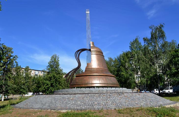 Памятник В.С. Высоцкому в Набережных Челнах