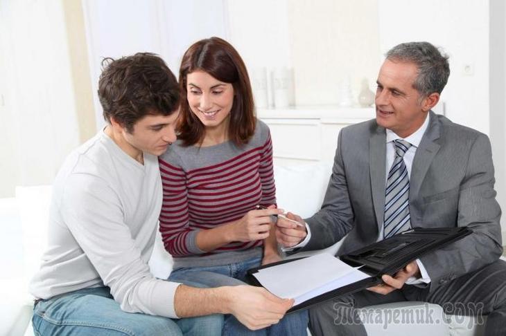 Как переоформить квартиру на родственника