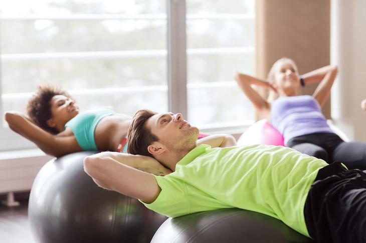 Многие офисы приобретают фитболы, заботясь о здоровье сотрудников