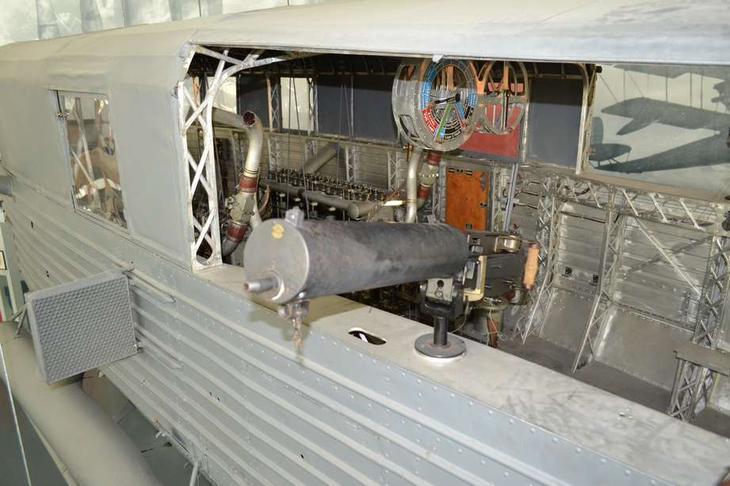 Немецкие дирижабли имели сильное оборонительное вооружение. Вот бортовые установки пулеметов на LZ 113 – удобные для ведения огня по маневрирующему истребителю и имеющие значительные сектора обстрела