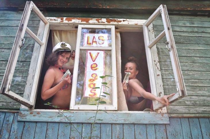 Треш на свежем воздухе: российская деревня живее всех живых