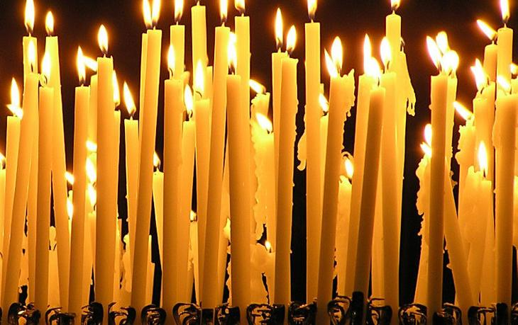 Как ставить свечи в церкви? | Смысл возжигания свечей