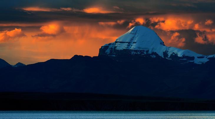 Кайлаш - пирамида или гора, легенды, описание, фото