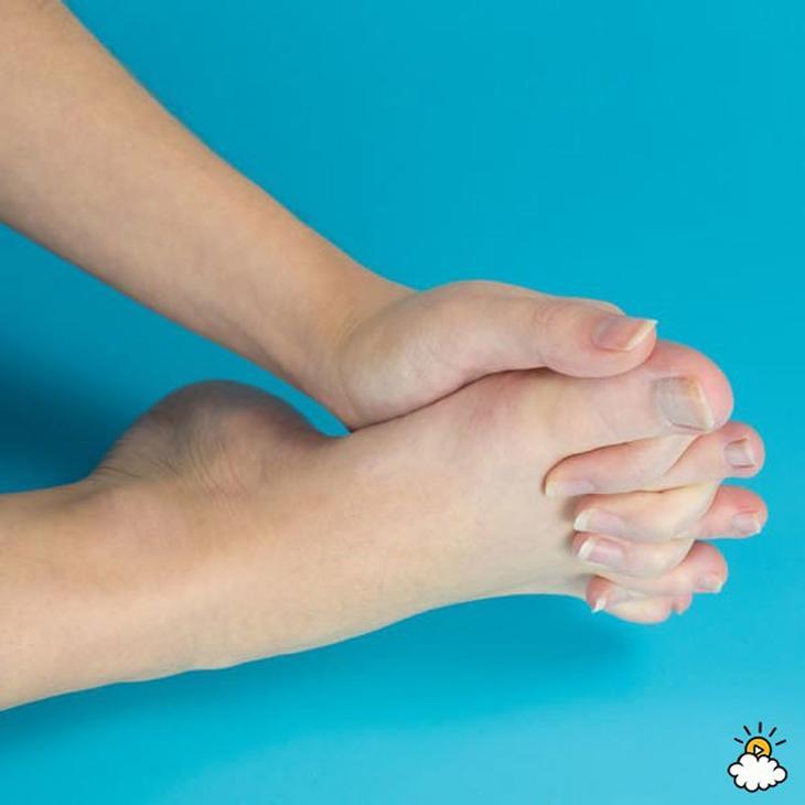 Это упражнение вернет молодость вашим ногам