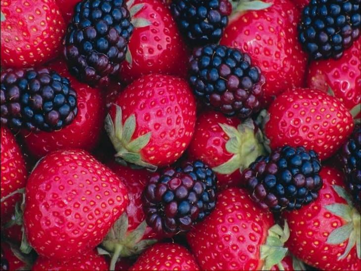 1. Ягоды: малина, клубника, ежевика. 8 продуктов, которые успокаивают нервы и борются с депрессией