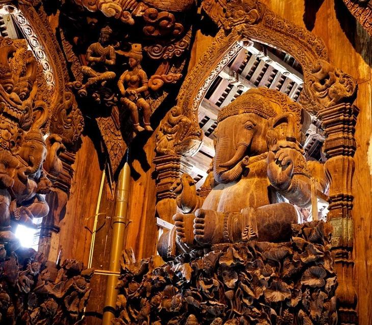 Ганеша. Деревянная скульптура. Храм истины в Паттайе, Таиланд. фото