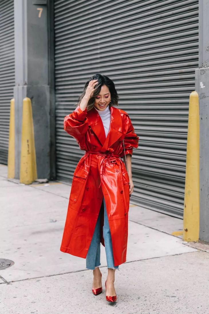 модные осенние образы в красном цвете фото 9