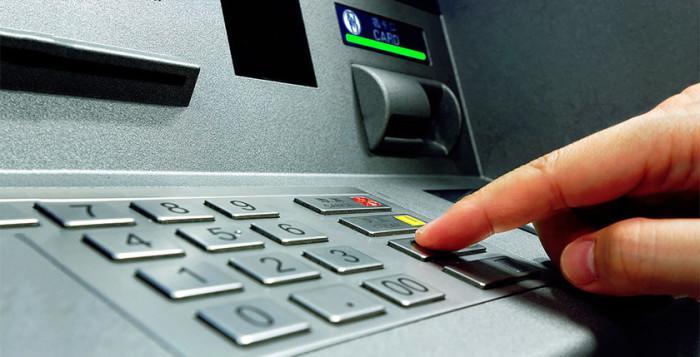 Как быть, если банкомат «скушал» карту: проверяем народные советы