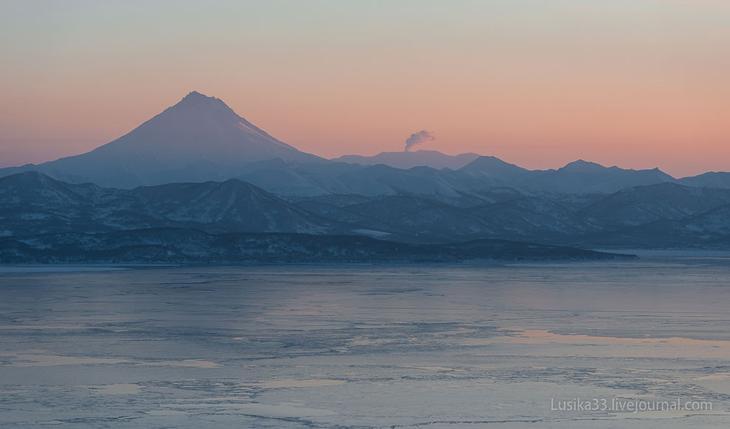 Вулкан Вилючинский и залив Авача