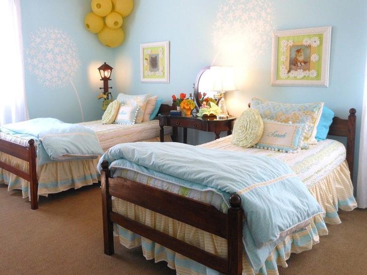Нежные трафаретные одуванчики в спальне детей
