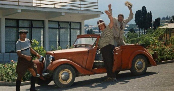 Какой легендарный автомобиль снимался в комедии «Кавказская пленница»