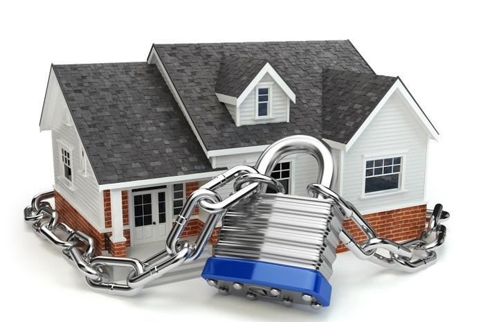 Как защитить квартиру от воров, пока вас нет дома