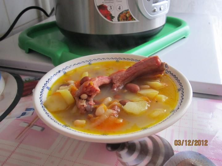 Суп с копчеными ребрышками и фасолью