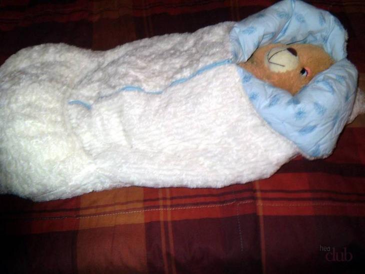 Пошитый своими руками теплый конверт-одеяло для мальчика.