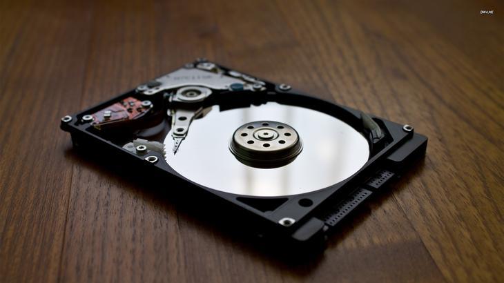 жесткий диск щелкает