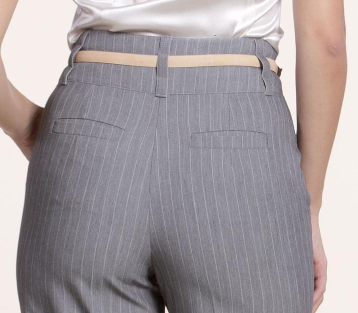 Готовые карманы на сшитых своими руками женских брюках, пример 1