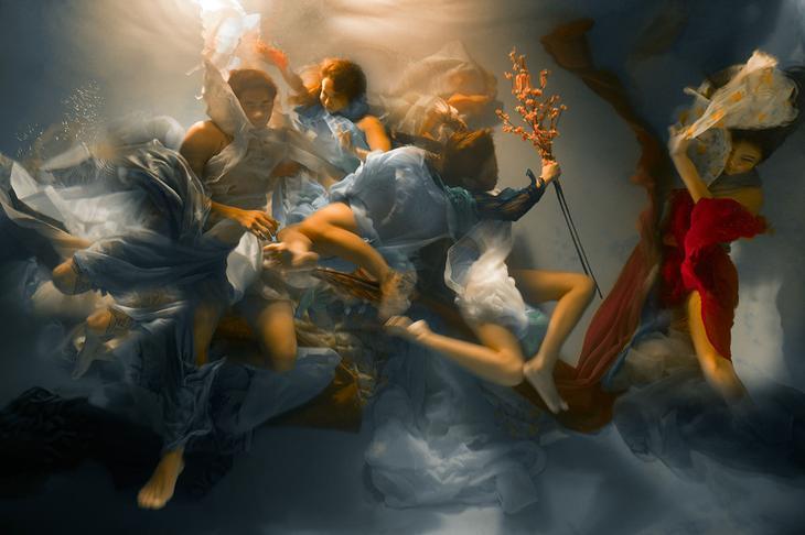 «Музы» – подводные фотографии Кристи Ли Роджерс, напоминающие барочную живопись 1