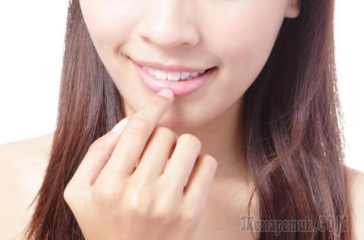 Почему сохнут и трескаются губы — причины