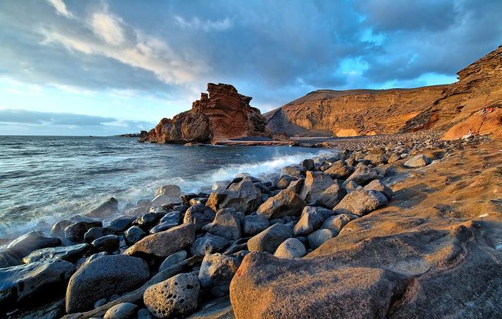 Пляж Эль Гольфо на острове Лансароте, Канарские острова, Испания