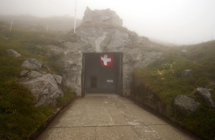 Сен-Готард — самый важный горный перевал Швейцарских Альп. Это в ход в еще один секретный бункер. (Фото Arnd Wiegmann | Reuters)