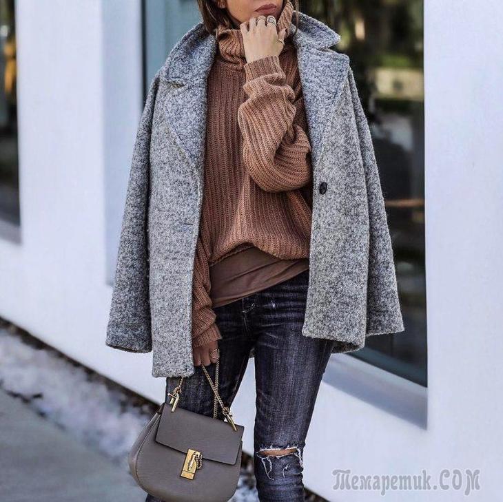 Стильно носим яркий свитер осенью