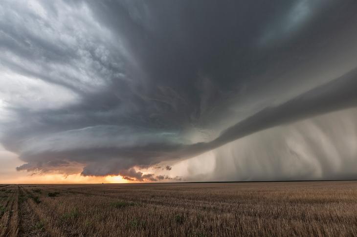 Суперячейка над полем в Канзасе