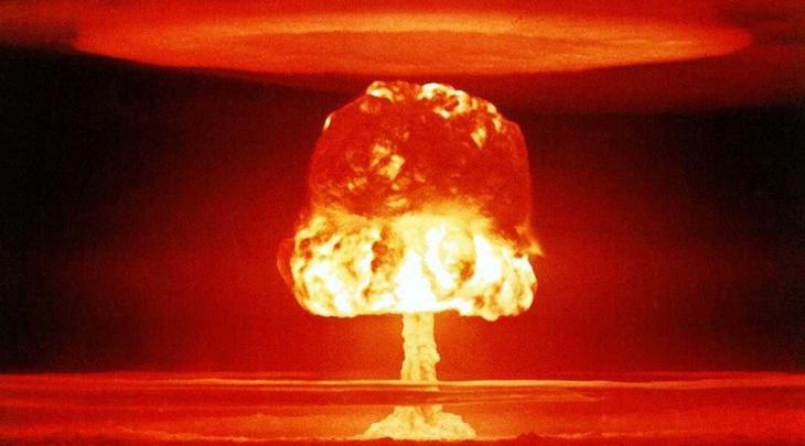 Касл Янки Второй запуск ядерного устройства серии «Касл» произошел 4 мая 1954 года. Тротиловый эквивалент бомбы равнялся 13,5 мегатоннам, а четыре дня спустя последствия взрыва накрыли Мехико — город находился в 15 тысячах километров от места испытаний.