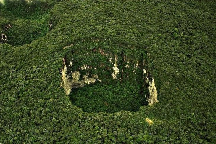 Впадина Сарисариньяма, Венесуэла Фаты, дыры, земля, интересное, природа, провалы, страшно, удивительное