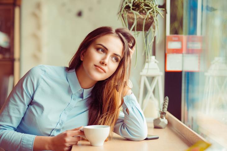 Задачка на сообразительность: почему девушка попросила заменить кофе?Задачка на сообразительность: почему девушка попросила заменить кофе?