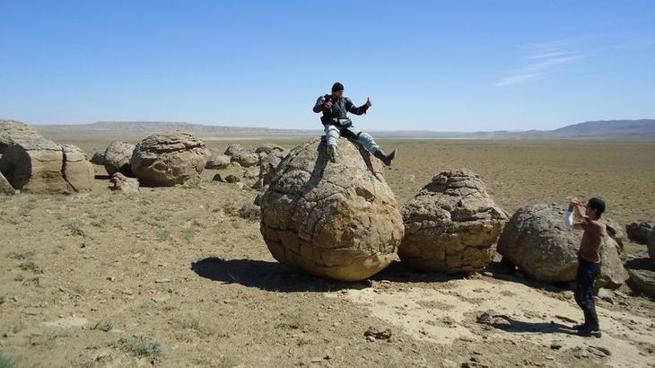 Казахстан (полуостров Мангышлак и в Прибалхашье). Долина шаров бобовины, геология, земля, камни, конкреции, чудо