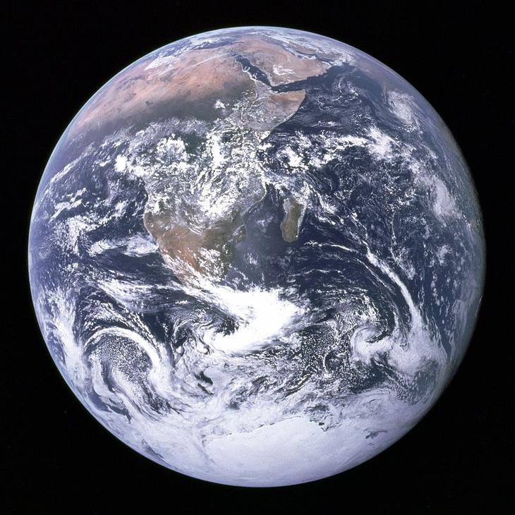 The Blue Marble – одна из самых знаменитых фотографий планеты Земля, сделана через 1 час 54 минуты после того, как «Аполлон-17» покинул опорную орбиту Земли и установил курс на Луну / © NАSА