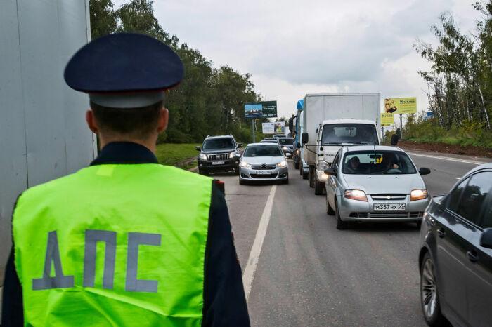 Считается ли нарушением, если не пропустить водителя-обочечника в ряд