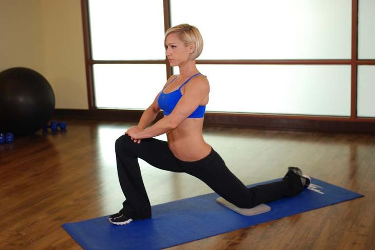 Упражнение на растяжку мышц бедра