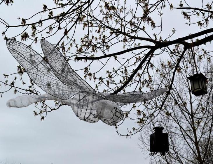 Lauren Z Стрекоза Лучшие работы конкурса скульптур из скотча Off the Roll 2012