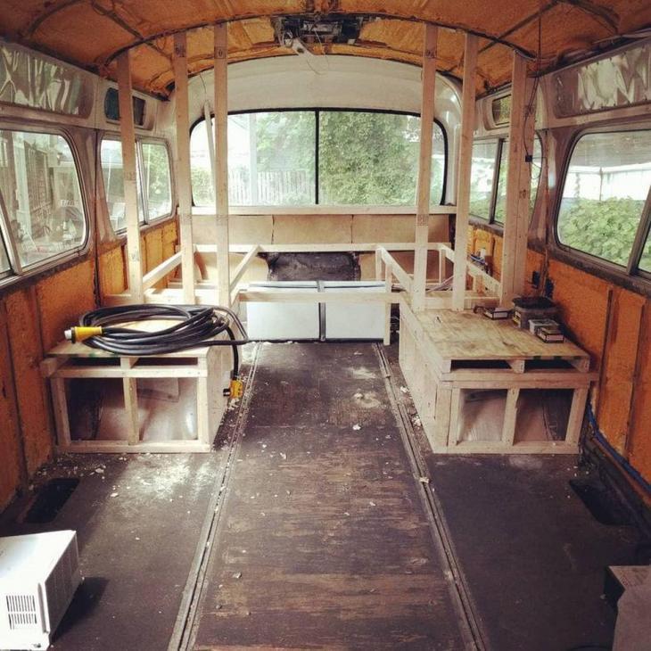 Шикарный дом из старого автобуса