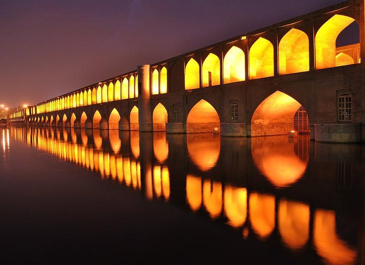 Мост Си-о-Се Поль в Исфахане, Иран