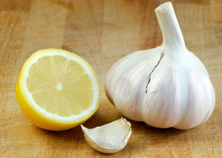 Лидерами в чистке сосудов от холестерина являются чеснок и лимоны